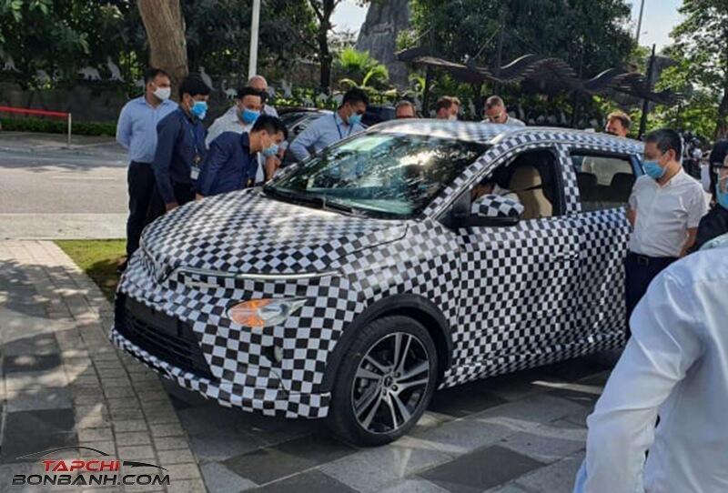 Xe ô tô điện VinFast VF e34 chính thức lộ diện trên phố